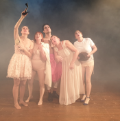 »TROTZ DES GROSSEN ERFOLGS« | Premiere | 27.01.2020 | 20:30 h | TamS Theater München